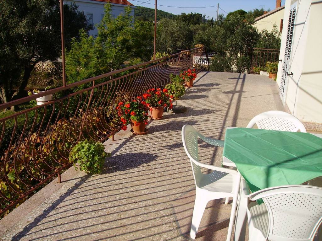 Apartmani Mili- 50 m from beach and economical, Sutomišćica - Otok Ugljan