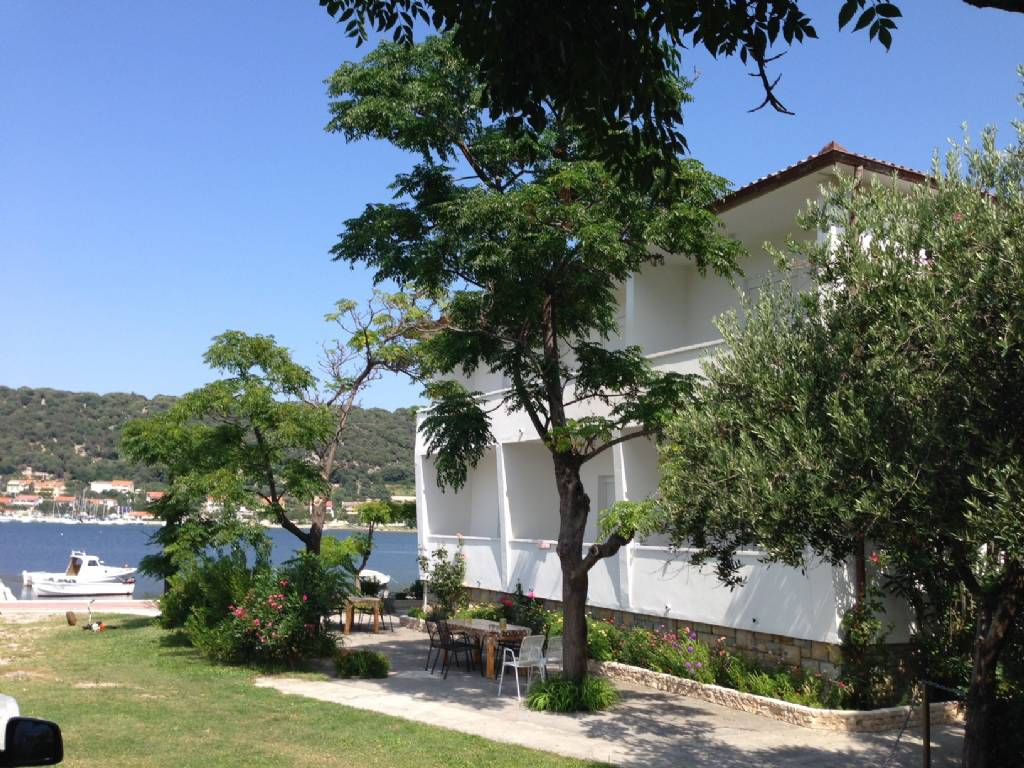 Apartmani Coastal home - 10 m from the sea:, Supetarska Draga - Otok Rab