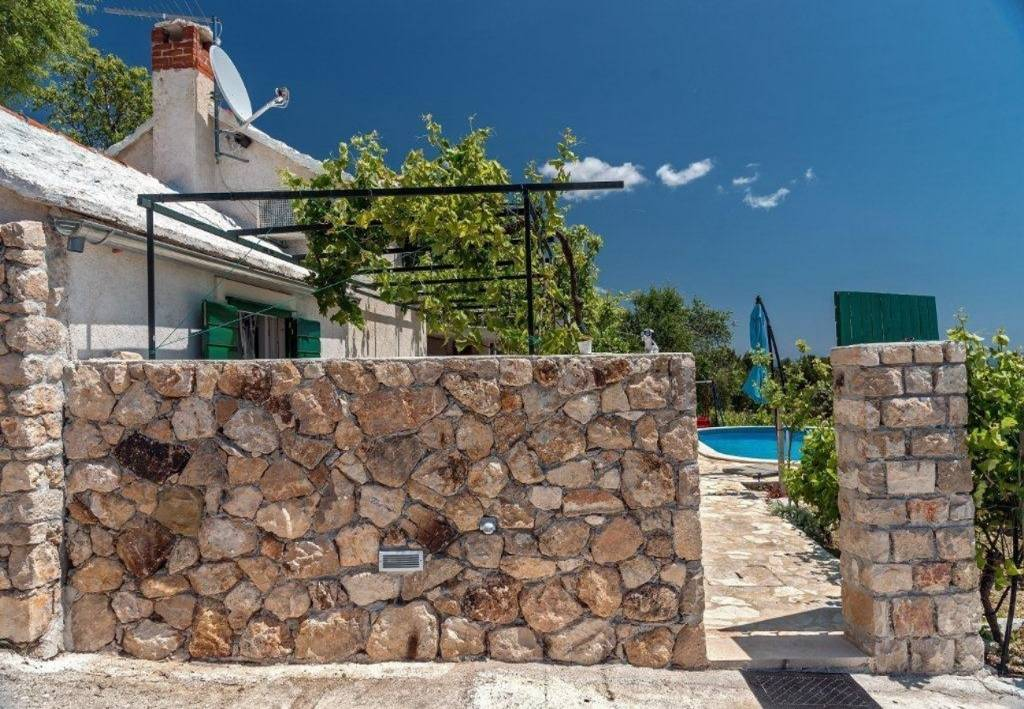 Otok Brač  Bol - Apartmani Ivo - house with pool: