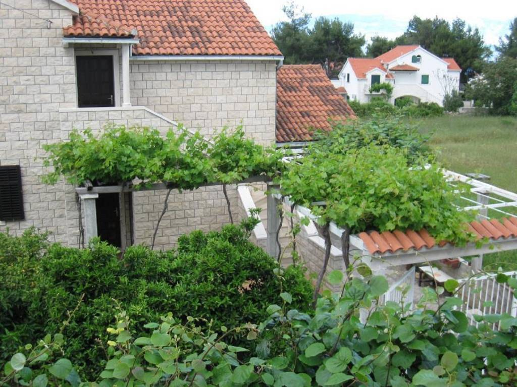 Otok Brač  Mirca - Apartmani Pez - with large terrace :