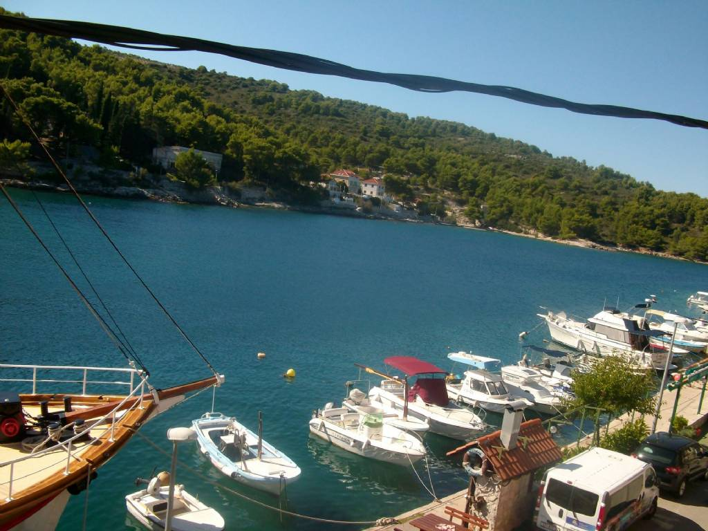 Otok Šolta  Stomorska - Apartmani Kaleb - next to the seashore: