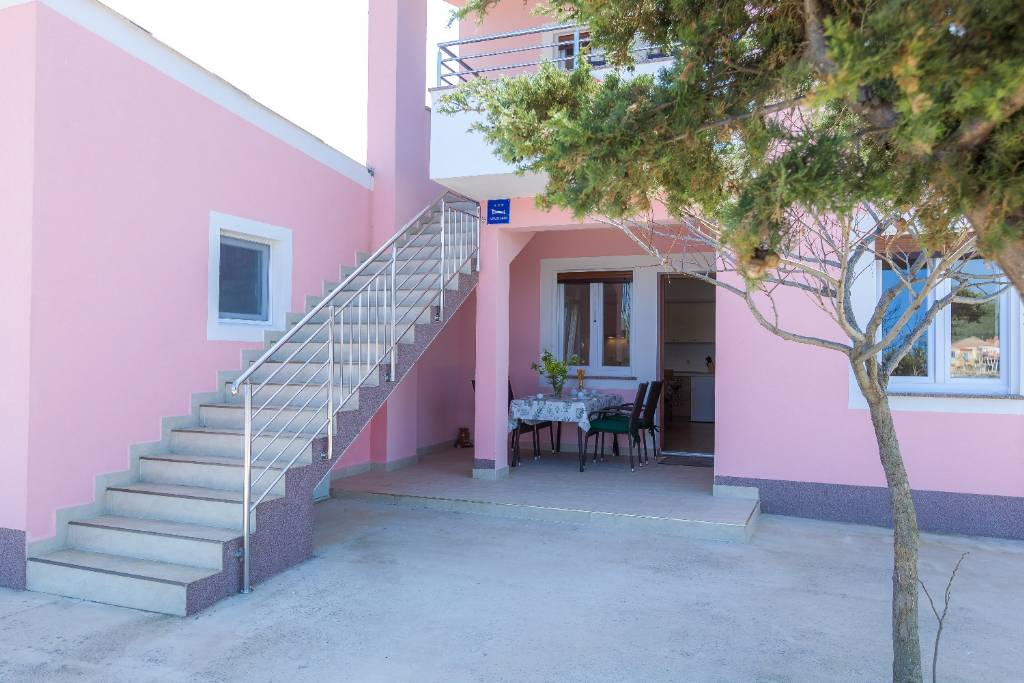 Dugi otok  Veli Rat - Apartmani Zvone1  - at the water front: - Apartman 1