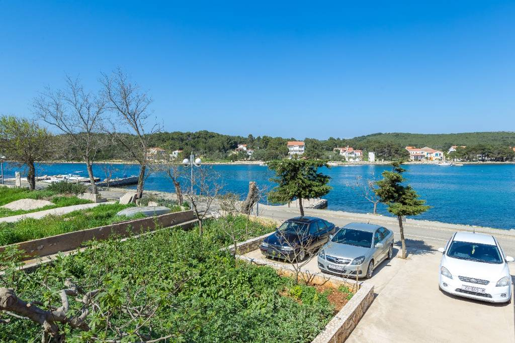 Dugi otok  Veli Rat - Apartmani Zvone1  - at the water front: - Apartman 3