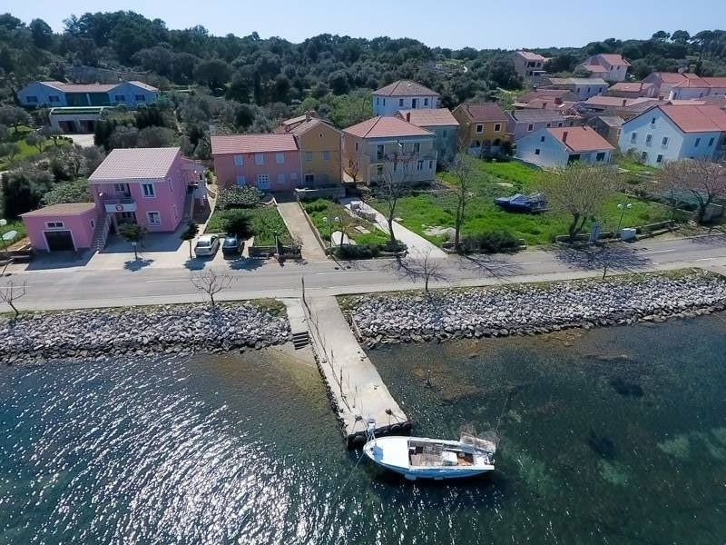 Dugi Otok Veli Rat - Apartment Room - Apartmani Medini ..